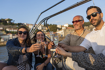 Sailboat-cruise-on-the_Douro_River